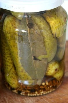 Pickled cucumbers are great to serve next to a steak, a stew or in burgers. Learn how to pickle cucumbers at home with this very easy, family recipe. Pickels, Pickling Cucumbers, Family Meals, Vinegar, Steak, Easy Meals, Canning, Recipes, Food