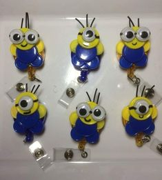 Gang of Minions Pop Tab Crafts, Button Crafts, Button Art, Bottle Cap Crafts, Bottle Caps, Diy For Kids, Crafts For Kids, Id Badge Holders, Badge Reel