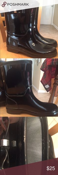 Henry Ferrera Black Rain boots Size 5 Beautiful size 5 black rain boots with bows on the outside ankles. A few scuff marks on the inside ankles of the boots from rubbing together. Small rip on top opening of one boot. Henry Ferrera Shoes Winter & Rain Boots