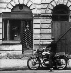 Bogdan Dziworski is a Polish photographer, cinematographer, director and screenwriter, born on December 1941 in Łódź. Narrative Photography, Types Of Photography, People Photography, Street Photography, More Pictures, Taking Pictures, Black And White People, Shops, Cecile
