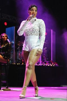 Toni Braxton the fit and length of these shorts are no bueno! Love her and she is gorgeous but you need to Kim Kardashian, Foreign Celebrities, Tamar Braxton, Celebrity Babies, Celebrity Singers, Ebony Beauty, Beautiful Black Women, Sexy Legs, Black Girls