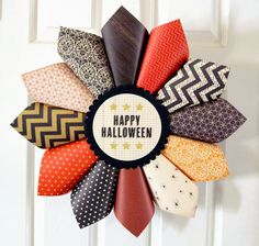 Make a pretty paper Halloween wreath!