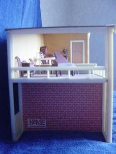 1982 / 83 Hanse-logoet er nu udskrives på begge sider af huset (på bunden under balkonen og under køkkenvinduet på den anden side).