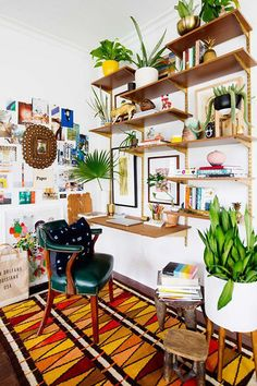 Boho Office Decor - The bohemian interior design concept is to describe the non-traditional lifestyles of people who lived wandering or homeless in the Interior Design Minimalist, Small House Interior Design, Small Space Design, Office Interior Design, Home Office Decor, House Design, Home Decor, Office Ideas, Small Spaces