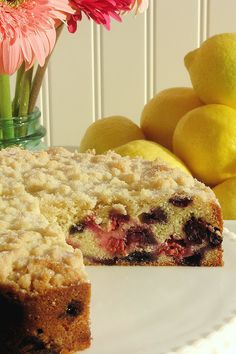 Blueberry-Raspberry Buckle with Sugar Cookie Streusel ~ A buttery, moist and tender cake full of fresh blueberries and raspberries bursting with flavor and a contrasting crunchy sugar cookie streusel sprinkled with extra sugar on top. Real Food Recipes, Cake Recipes, Dessert Recipes, Breakfast Cake, Sweet Breakfast, Fluffy Frosting Recipes, Delicious Desserts, Yummy Food, Blueberry Recipes