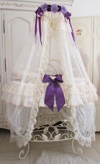 Moses Basket: With a touch of purple /  http://angela-lace.blogspot.ca/2012/12/today-we-have-some-purple.html