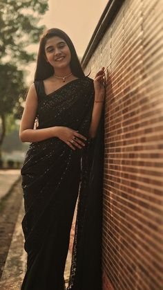 Indian Gowns Dresses, Indian Fashion Dresses, Indian Designer Outfits, Formal Dresses, Indian Photoshoot, Saree Photoshoot, Saree Designs Party Wear, Sarees For Girls, Saree Poses