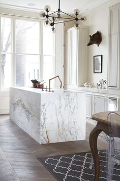 10 Beautiful Rooms - Mad About The House: marble island and parquet floor by blakes london Interior Desing, Interior Design Kitchen, Interior Detailing, Marble Interior, Bathroom Interior, Küchen Design, Home Design, Design Ideas, Design Inspiration