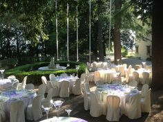 Estate, niente di meglio di un ricevimento nel parco. Summer time, the right season for a reception in the park