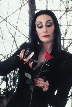 Still of Anjelica Huston in The Addams Family (1991) http://www.movpins.com/dHQwMTAxMjcy/the-addams-family-(1991)/still-714638336