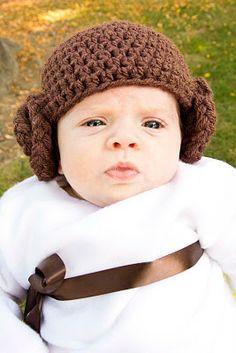 Free Princess Leia - Crochet Beanie Mini Tutorial--hehehe this is so cute.  Kerry you should make one of these. haha