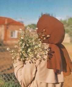 Hijabi Girl, Girl Hijab, Photos Islamiques, Muslim Girls Photos, Sabrina Carpenter Style, Hijab Hipster, Hijab Collection, Stylish Hijab, Photographie Portrait Inspiration