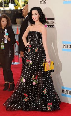 Her AMAs red carpet look.