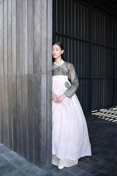 한복 hanbok, Korean traditional clothes Traditional Dresses, Korean Traditional Dress, Traditional Fashion, Korean Outfits, Korean Dress, Ethnic Fashion, Korean Fashion, China, Modern Hanbok