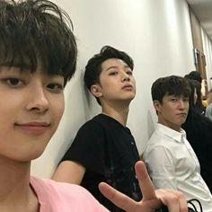 Uri byeongari twins with Cube' manager || Lai Guan Lin & Yoo Seon Ho