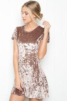 Into this velvet shit Look Girl, Velvet Fashion, Inspiration Mode, Fashion Outfits, Womens Fashion, Dress Me Up, Pretty Dresses, Dress To Impress, Dress Skirt