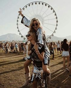 Feb 2020 - We gather 7 festival accessories to add to your list of Coachella outfit ideas. 7 festival essentials to create the most smashing Coachella Style: Coachella Clothes, Coachella Jewelry, Coachella Fashion. Bff Pics, Cute Friend Pictures, Coachella 2018, Coachella Festival, Festival Outfits, Coachella Style, Coachella Clothes, Coachella Hair, Festival Fashion