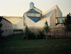 Mudam - The Contemporary Art Museum of Luxembourg Museum Of Contemporary Art, Luxembourg, Great Artists, Art Museum, Louvre, Mansions, House Styles, City, Building