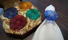 Hermosos servilleteros en colores variados. Un detalle espectacular en tu mesa.