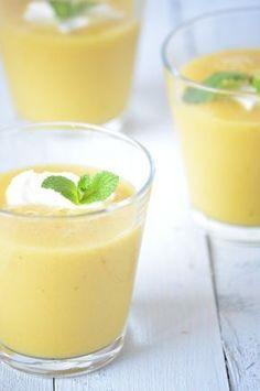 Heerlijke zomerse smoothie met mango, zo simpel maar erg lekker. Probeer ook eens een van de vele variaties op deze smoothie of gebruik 'm voor het dessert.