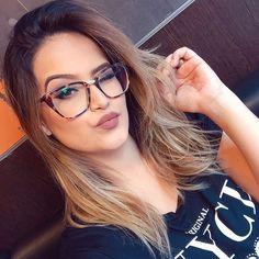 Sim!!!! Eu uso óculos de grau sou ceguinho rsrsrs tenho miopia e astigmatismo não é muito mas não consigo ficar sem óculos e esse é o meu mais novo modelito e aí gostaram?