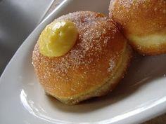Krapfen…o Bomboloni alla crema  http://www.akkiapparicette.it/ricette/krapfen-o-bomboloni-alla-crema/