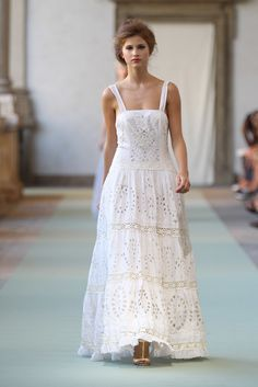 Luisa Beccaria Spring 2012 Ready-to-Wear Fashion Show Ivory cotton full skirt long dress with embroidery and lace inserts. By Luisa Beccaria White Maxi Dresses, White Dress, Summer Dresses, Summer Maxi, Casual Summer, Spring Summer, Boho Fashion, Fashion Show, Fashion Dresses