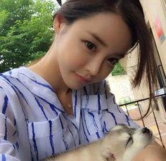 더킹카지노 - DANCESWEB.COM: 그 뗏목에 타고 있는 혈영들은 도를 낮게 휘둘러 Song Ah Ri, Songs, Women, Style, Fashion, Swag, Moda, Fashion Styles, Song Books