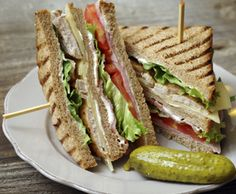 Turkey Club Sandwich with Pork Belly and Enhanced Mayo - Turkey Club Sandwich with Pork Belly and Enhanced Mayo - Club Sandwich Receta, Turkey Club Sandwich, Roast Beef Sandwich, Club Sandwich Recipes, Chicken Sandwich Recipes, Toast Sandwich, Vegetarian Sandwich Recipes, Gourmet Recipes, Healthy Recipes