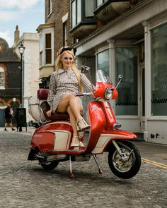 Holly Charlotte Campbell from The Meyers Go Go Dancers by Rob Duncan Piaggio Vespa, Lambretta Scooter, Vespa Scooters, Motorbike Girl, Scooter Motorcycle, Vespa Girl, Scooter Girl, Red Vespa, Vespa 50