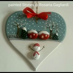 Try these Cute Christmas Rock Painting ideas for Kids – Total Survival – BuzzTMZ Stone Crafts, Rock Crafts, Christmas Projects, Holiday Crafts, Diy And Crafts, Christmas Pebble Art, Christmas Rock, Christmas Makes, Christmas Landscape