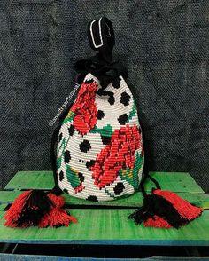 Wayuu Bags Special Design   - Original Wayuu @lanostraartesanal Mochila Crochet, Tapestry Crochet Patterns, Crochet Christmas Trees, Tapestry Bag, Crochet Handbags, Crochet Bags, Single Crochet Stitch, Diy Purse, Knitted Bags
