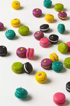 We love Macarons at the Apple Pie Bakery Café!