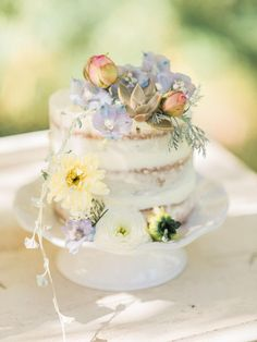 Soft, Nature-Inspired Vintage Styled Shoot
