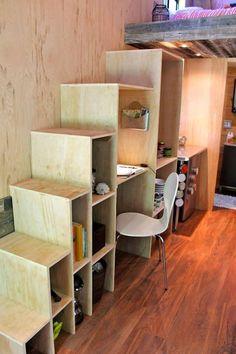 Un meuble/escalier qui permet d'accéder au lit sur la mezzanine (Crédits photo: Facebook)