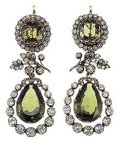 Part of the royal peridot parure. - Royal Jewels of the World Royal Crown Jewels, Royal Crowns, Royal Jewelry, Jewelry Box, Jewelry Accessories, Fine Jewelry, Jewellery, Bling Bling, Antique Jewelry
