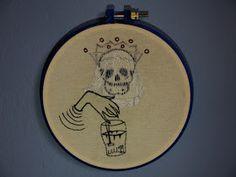 Acepipes de Lourenço: O crânio da rainha - bordado