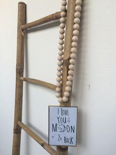 Lijstje aan houten kralenketting