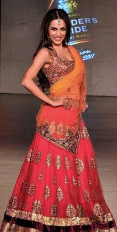 Pay attention to draping of chuni indian reception outfit, indian wedding clothing, indian bridal lehenga, indian designer Indian Bridal Lehenga, Indian Bridal Fashion, Indian Bridal Wear, Indian Wear, Asian Fashion, Women's Fashion, Indian Dresses, Indian Outfits, Indian Clothes