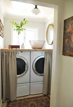 Poser un plan de travail au-dessus du lave-linge et sèche-linge dans une petite buanderie    http://www.homelisty.com/rangements-accessoires-astucieux-petite-buanderie/