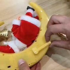 Lively and interesting design – This Santa Claus electric toy can shake your head and feet, and sing beautiful music. It is very suitable for bringing a happy Christmas time. Now available 70%OFF with Free Shipping!! Only on neulons.com