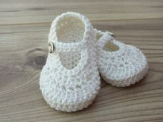 Handmade Baby Boy or Girl Ivory Crochet Shoes by Booteefull