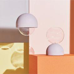 Une suspension design en béton et en verre qui existe aussi en format lampe à poser, Petite Friture