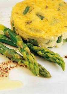 Flan d'asperges vertes - Coupez, lavez et réservez 6 pointes d'asperges. Faites-les cuire à la vapeur pendant 3 à 4 m...