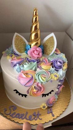 Handcraft: This topper is designed with unicorn horn and ears, handcrafted cake decoration. Handmade Unicorn Horn with Ears Cake Topper. Easy Unicorn Cake, Party Unicorn, Unicorn Themed Birthday Party, Unicorn Cake Topper, Birthday Cake Girls, 5th Birthday, Unicorn Cakes, Birthday Ideas, Gateau Baby Shower