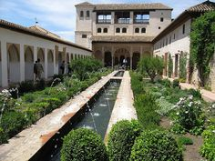 I have a special connection:  The Alhambra, Granada, Spain  The fountains have no moving parts/motors/mechanics...all gravity fed