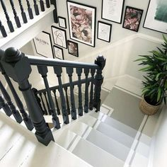 Painted Staircases, Painted Stairs, Bannister Ideas Painted, Banister Ideas, Black Staircase, Staircase Design, Black Banister, Staircase Remodel, Staircase Makeover