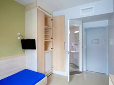 Prison Life, Prison Cell, Yellow Vans, Lock Up, Bathroom Medicine Cabinet, Norway, Funny Pictures, Bizarre Pictures, Random Pictures