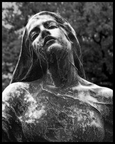Old and neglected cemeteries are creepy enough, but these bizarre statues make them even more creepier. Cemetery Angels, Cemetery Statues, Cemetery Art, Statue Ange, Old Cemeteries, Graveyards, Art Sculpture, Wire Sculptures, Abstract Sculpture