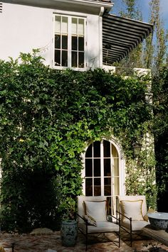 A perfectly ivy-framed setting. Hollywood Hills Garden by Mark D. Sikes: Interiors. Photo Credit: Mark D. Sikes Interiors